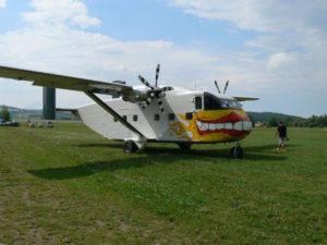 Letadlo Skyvan na letišti v Klatovech